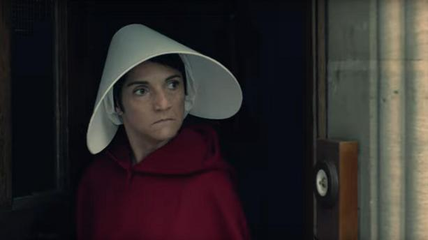 Florence Foresti parodie The  Handmaid's Tale