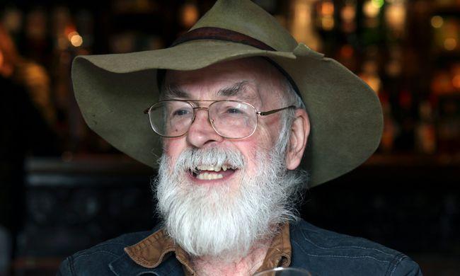 Terry Pratchett, bienveillant satiriste - Retour dans l'univers du créateur du Disque-monde avec Hommage Collatéral